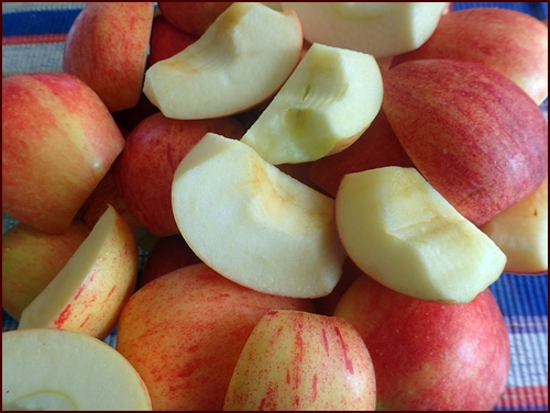 Apples cut into quarters and cores removed.