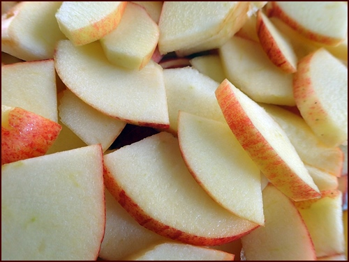 Thin sliced Apples to be dehydrated.